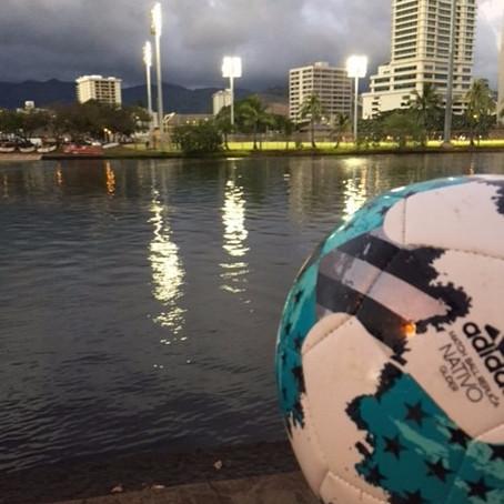 アラワイ運河にドボンしたサッカーボール