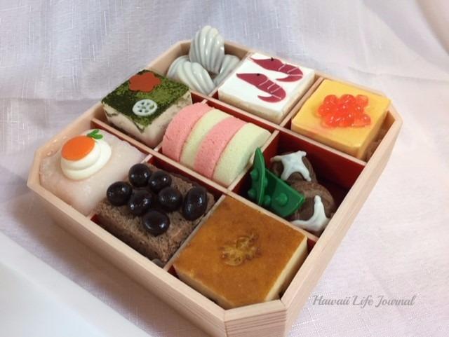 ユニークなアイデイアで毎年人気のおせちケーキ$50