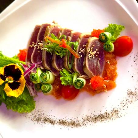 ロイヤル・ハワイアン・センターのレストランで期間限定メニューを食べ比べ! 「アヒ・パイナ」&「ヌードル・パイナ」プロモーションを10月から実施