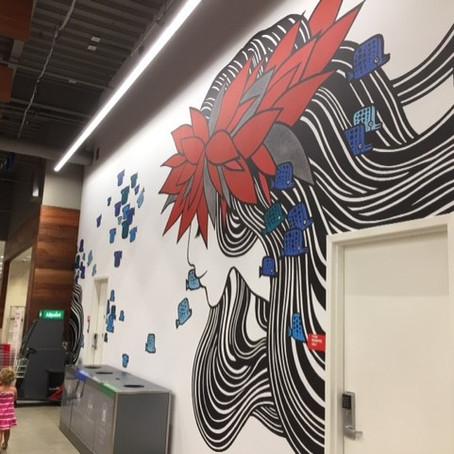 ハワイの街で、モールでアートを探す