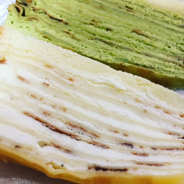 抹茶クリームとハワイ産バニラクリームのクレープケーキは子供も食べられる優しい味。