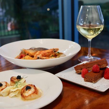 Bogart's Café Dishes Up New Dinner Service/ モンサラットアベニューのボガーツ・カフェにディナーメニュー登場!
