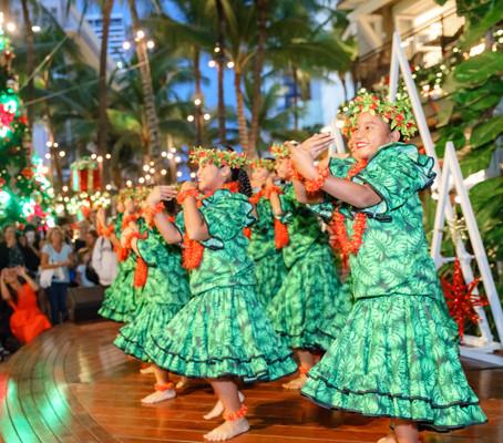 恒例となったホリデーキックオフイベントが今年も11月22日、ワイキキのロイヤル・ハワ イアン・センターで開催