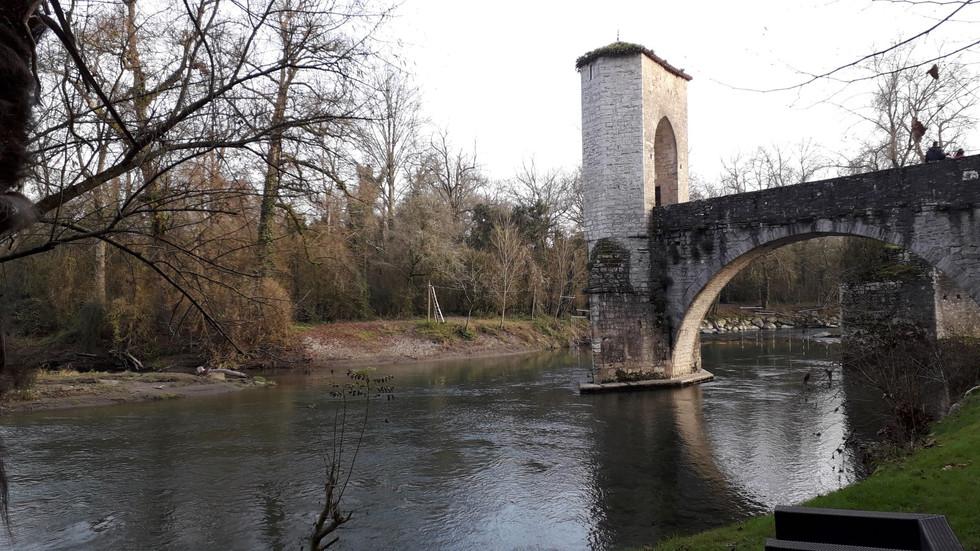 pont de la legende sauveterre de bearn