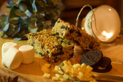 Rice Krispie Treat Traybake (GF) - White Chocolate and Oreo