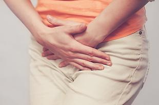 Symptome sind Schmerzen beim Wasserlassen und das ständige Gefühl, auf die Toilette zu müssen.