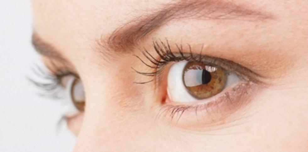 Wir behandeln Augenkrankheiten mit Akupunktur, Mikrosystem-Augenakupunktur, Schädelakupunktur, Kräutermischung, Shen Jiu-Therapie, Bauchnabel-Therapie.