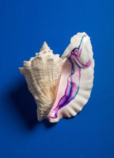 Serie Sireno · Óleo sobre caracola · 24 x 21 x 14 cm · 2020