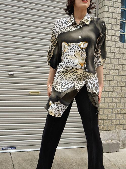 雌豹のためのシャツ