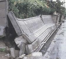 ブロック塀倒壊
