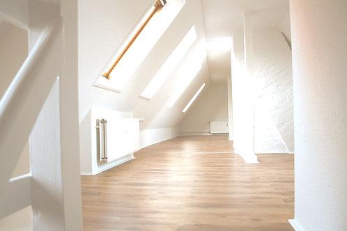 Lichtdurchflutete Altbau-Maisonettewohnung mit besonderem Charme