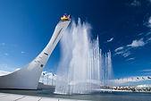 Поющие фонтаны в Олимпийском парке - уникальное Олимпийское наследие Сочи. Вечернее шоу поющих фонтанов - это одно из грандиозных представлений! Если Вы не видели музыкальное шоу фонтанов, значит Вы не были в Сочи! Фонтан находится в Адлерском районе г. Сочи по адресу: Имеретинская низменность, Олимпийский парк.