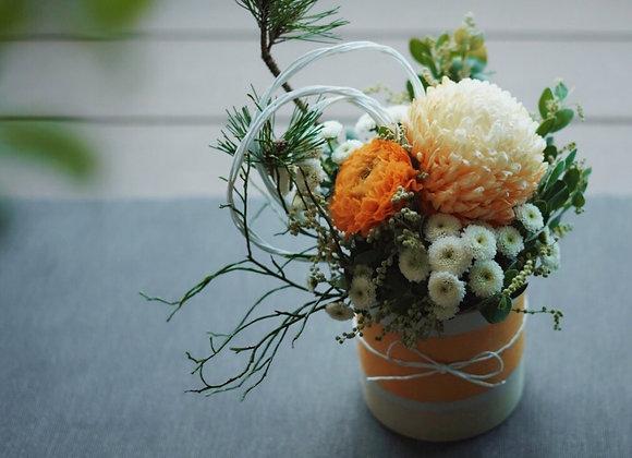 新年桌上鮮花盆