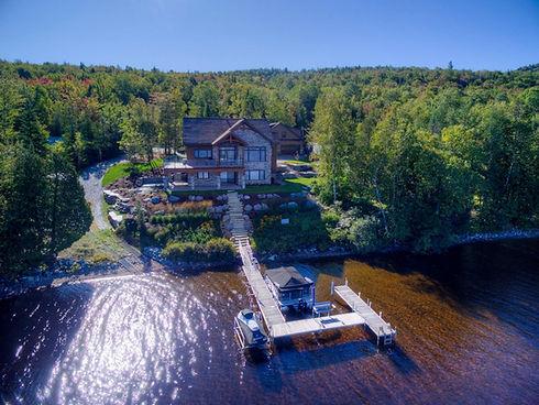 magnifique maison sur le bord de l'eau