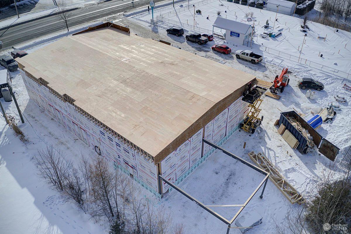 vue de haut d'un bâtiment agricole en construction