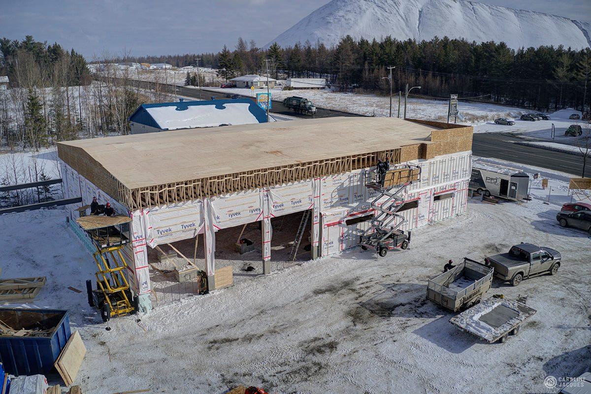 construction d'un bâtiment agricole pour conserver le foin