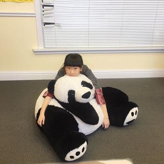 这个熊猫比我大