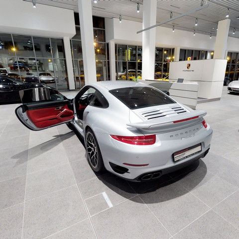 Porsche Oman