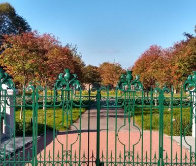 Autumn and the Gates at Balgreen Bridge