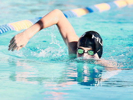 La nuotata HEAD-HIGH
