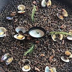 Paella de calamarsons i cloïsses