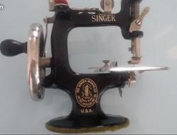 Jouet machine à coudre Singer