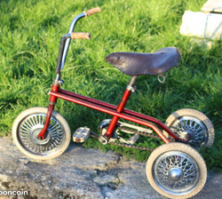 Tricycle rouge Club 24