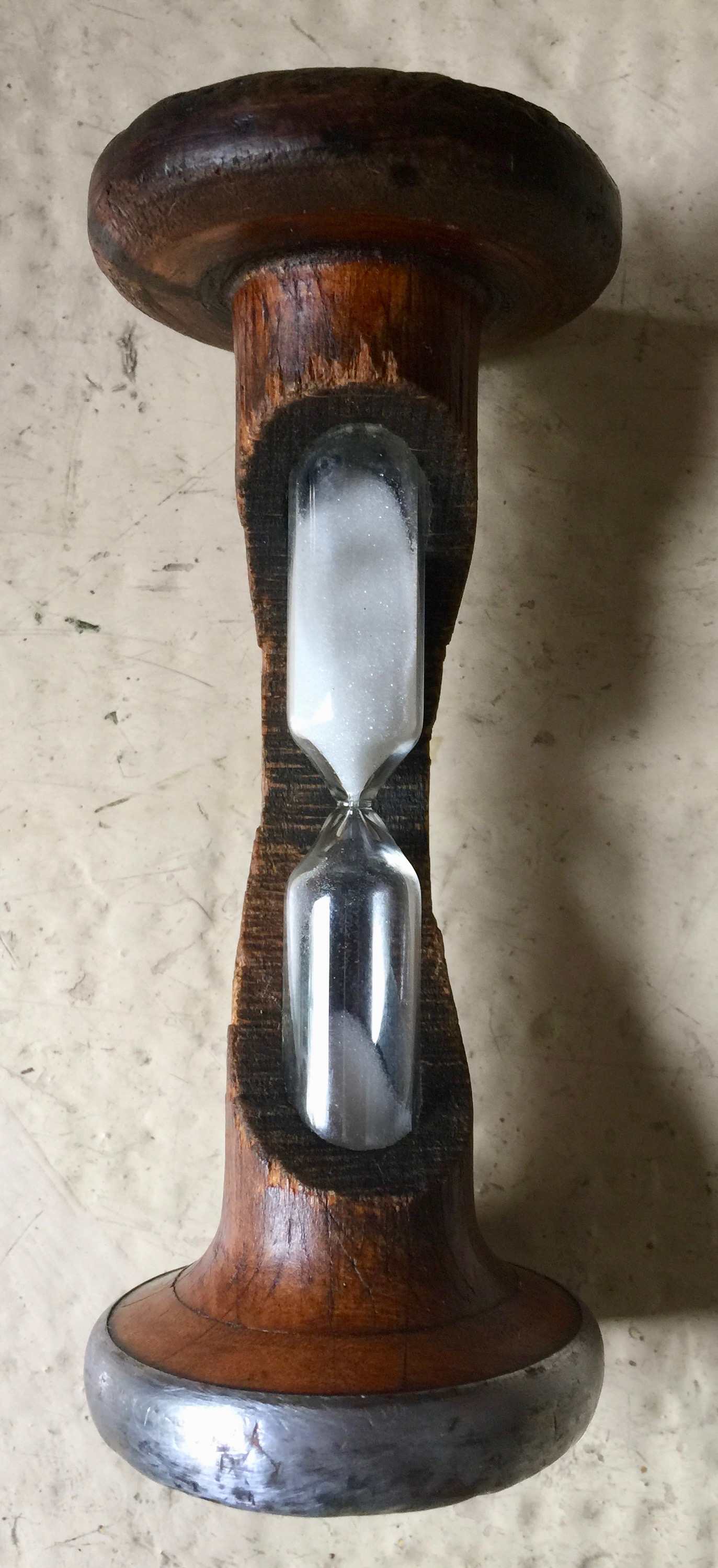 Sablier bois et fer ancien