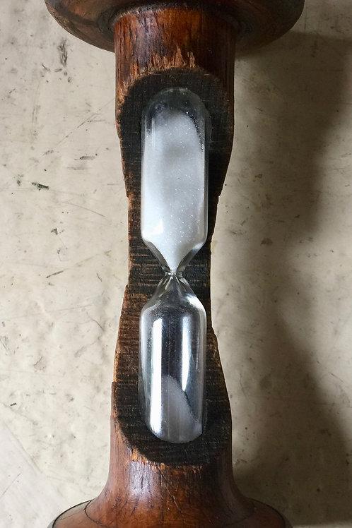 Sablier en bois ancien