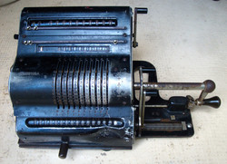 Machine à calculer manuelle