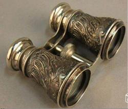Jumelle en métal ciselé