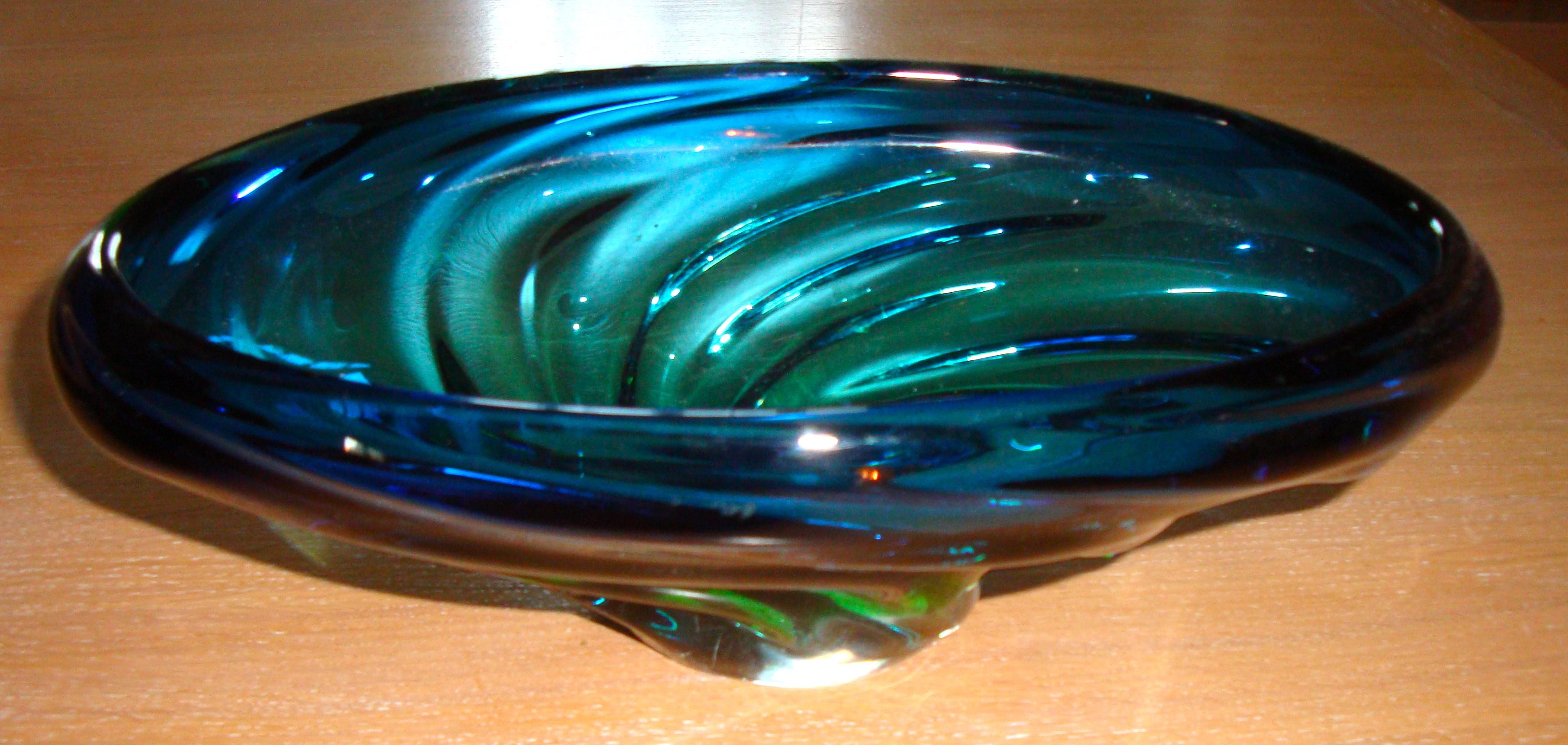 Coupelle en verre bleuté