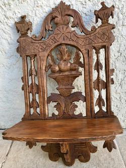 Etagère d'angle bois sculpté