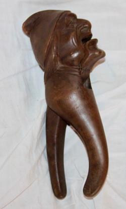 Casse_noisette_en_bois_sculpté_