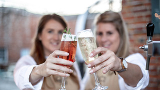 Dolci Fizz offers a unique and memorable way to serve welcome drinks or provide a pop-up bar at your event.