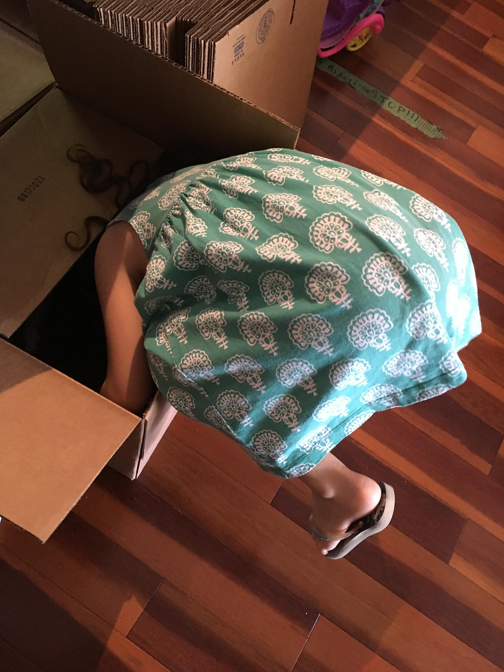"<img src=""girl.png"" alt=""little girl helping mompreneur falls headfirst into cardboard box"">"