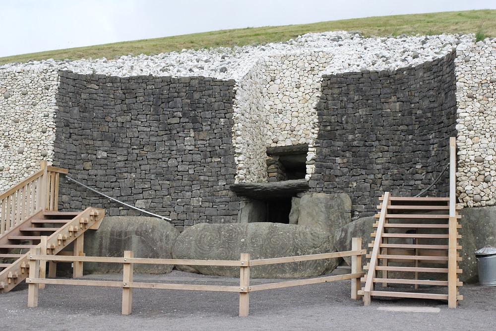 Newgrange - Vista Frontal