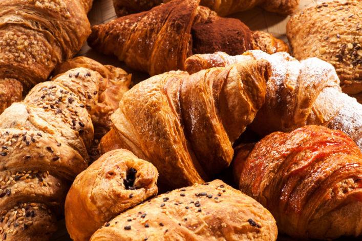 gros-plan-divers-croissants_126745-568.j