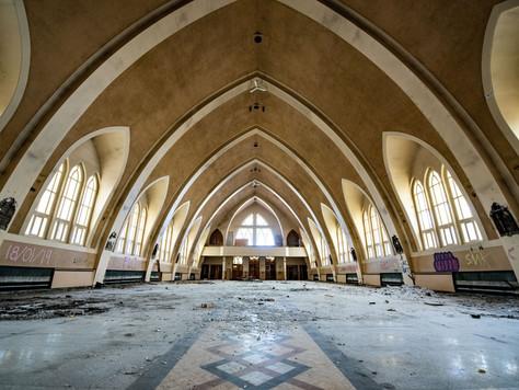 Exploring an abandoned church in Québec