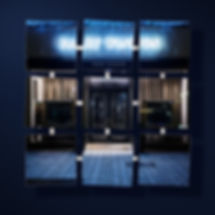9_mirrors_windowshopping_01_copyright_ha
