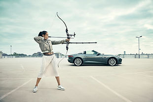 bow-arrow-jaguar-ftype-woman-portrait-sports-copyright-haegele-automotive-transportation-auto-car-photography-photographer-advertising-germany-deutschland-fotograf