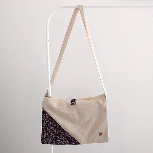 Hippe linnen zak met kleine bloemetjes