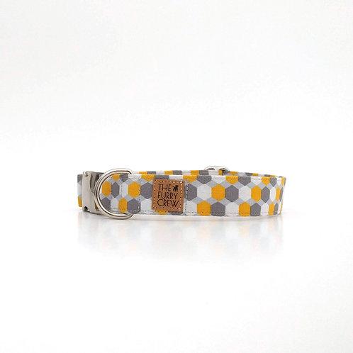 Hippe halsband met zeshoeken