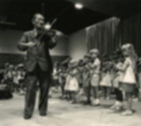 Schinichi Suzuki en concierto