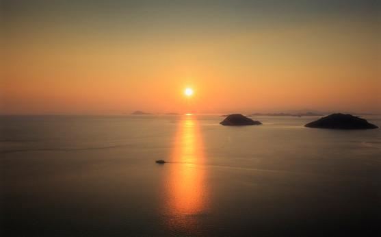 Komodo Sunrise