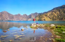 Kids by the Segara Anak Lake