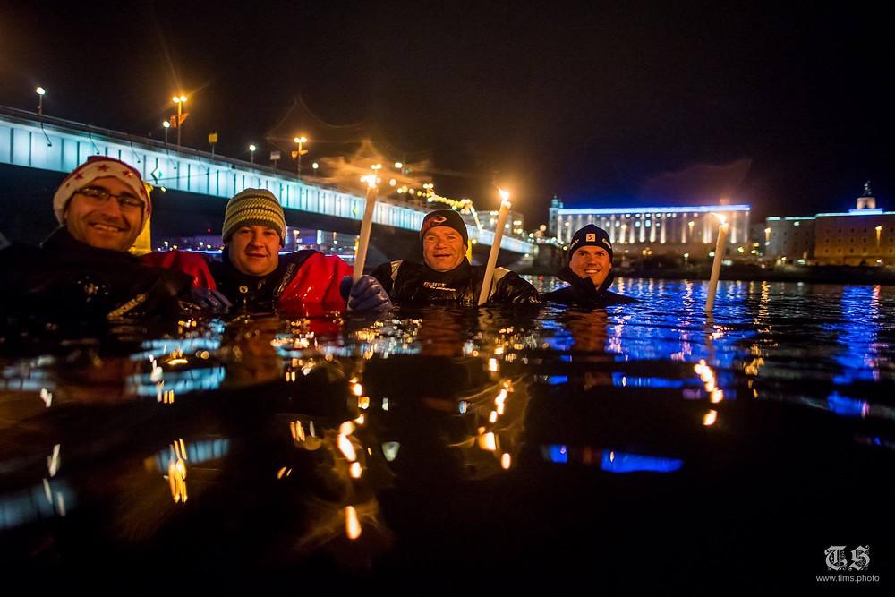 Linzer Donau Fackelschwimmen 4 schwimmer