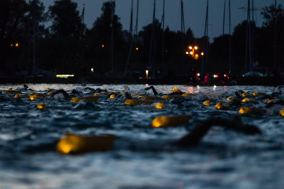 Vollmondschwimmen im Chiemsee mit vielen SchwimmerInnen