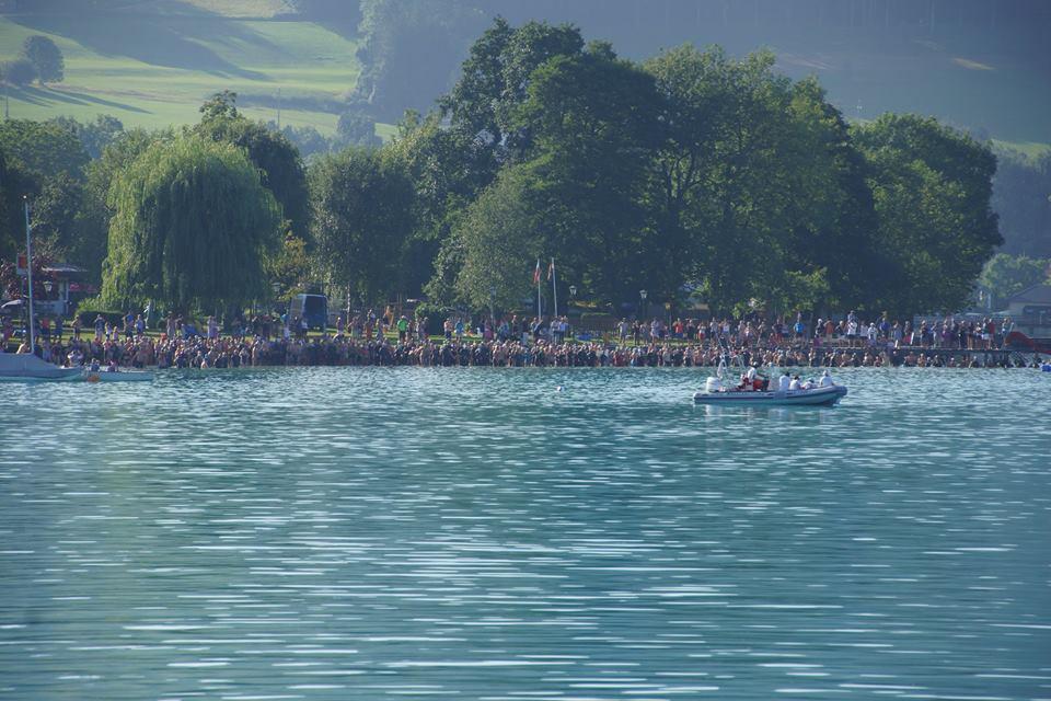 Start der Atterseeüberquerung, größte und älteste Open Water event in österreich