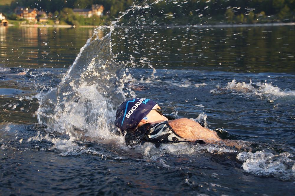Schwimmerin beim Socialman Event im Grundlsee